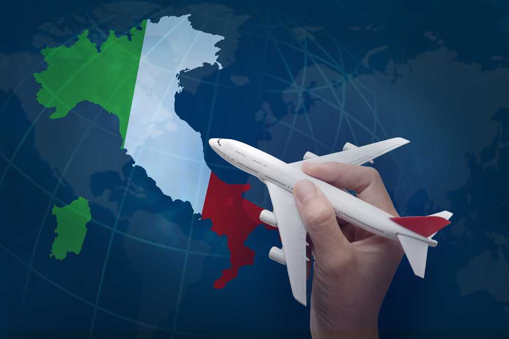 מטוס ומפת איטליה
