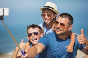 טיול משפחות- אבא וילדים